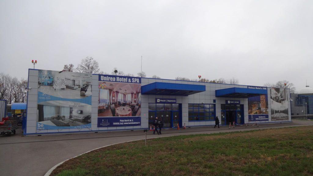 Intrarea în terminalul aeroportului din Iași // Foto: Valentin Moise