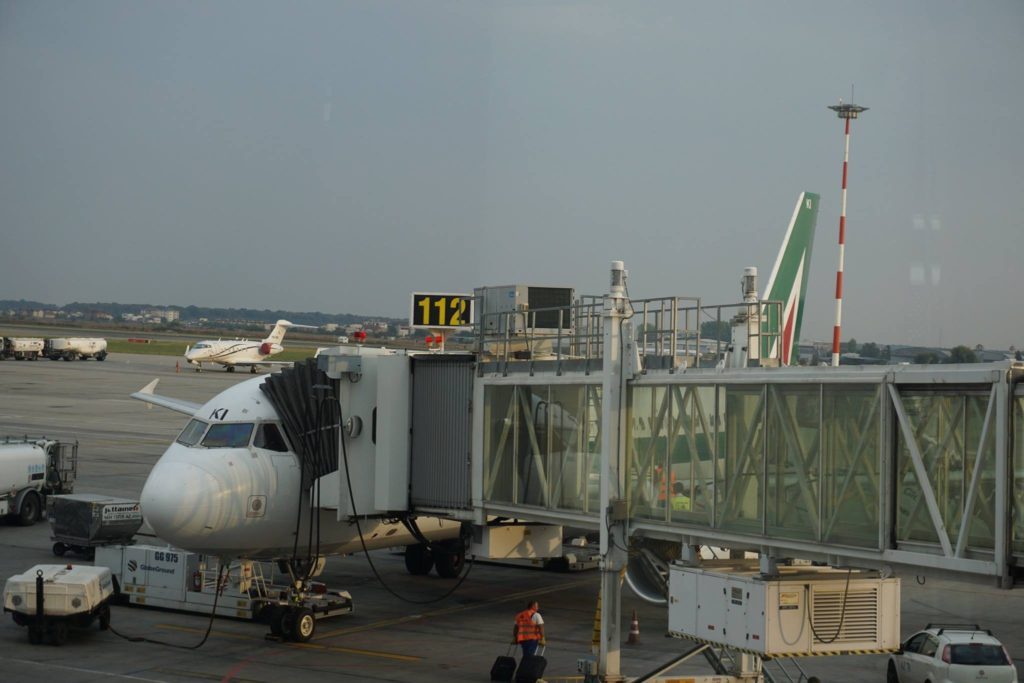 Boarding A320 Alitalia // Foto: Gabriel Bobon