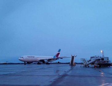 Un pasager al zborului Eurowings care a aterizat de urgență la București în această seară a decedat