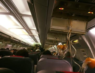 INCIDENT: Un Boeing 737 al Blue Air s-a întors la Otopeni după ce cabina aeronavei s-a depresurizat în timp ce zbura spre Paris (FOTO)