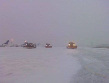 Activitățile aeroportuare de pe aeroporturile din București sunt îngreunate din cauza condițiilor meteo; niciun zbor anulat