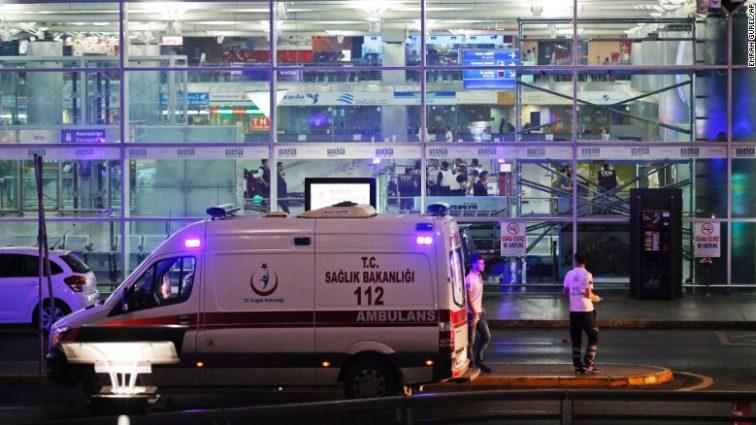 UPDATE: Atentat cu bombă la Aeroportul Ataturk din Istanbul, cel puțin 28 de morți și peste 60 de răniți (FOTO & VIDEO)