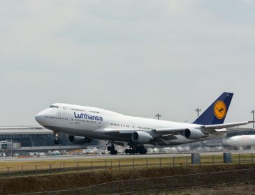 Lufthansa va zbura cu Boeing 747 pe ruta Frankfurt – Berlin