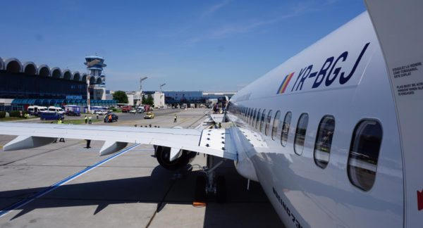Din luna Iunie, TAROM nu mai oferă masă caldă pe zborurile operate cu cele două Boeinguri 737-800NG (FOTO)