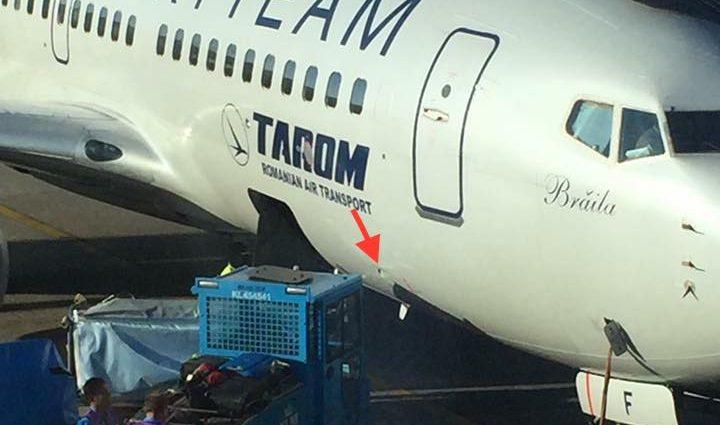 INCIDENT: Un Boeing 737 TAROM a fost avariat la Amsterdam de echipa de handling (FOTO)