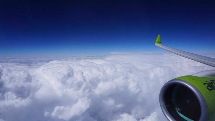 Am zburat în business class de la Riga la Barcelona cu noul Bombardier CS300 airBaltic
