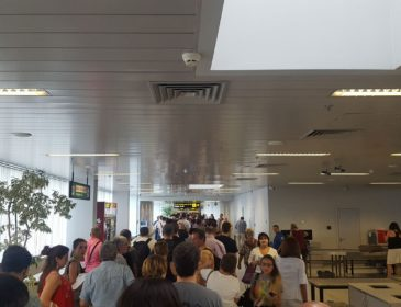 Cozile de la aeroportul Henri Coandă sunt deseori lungi, însă cât de mult durează de fapt să treceți de punctele de securitate și control de pașapoarte?