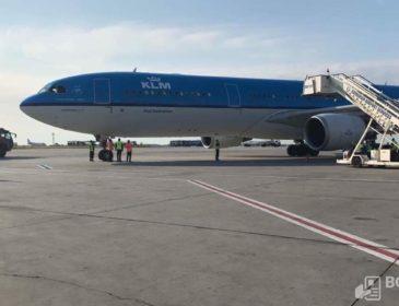 INCIDENT: Un Airbus A330 KLM a aterizat de urgență în această dimineață la București; un Boeing 747 va prelua pasagerii (FOTO)