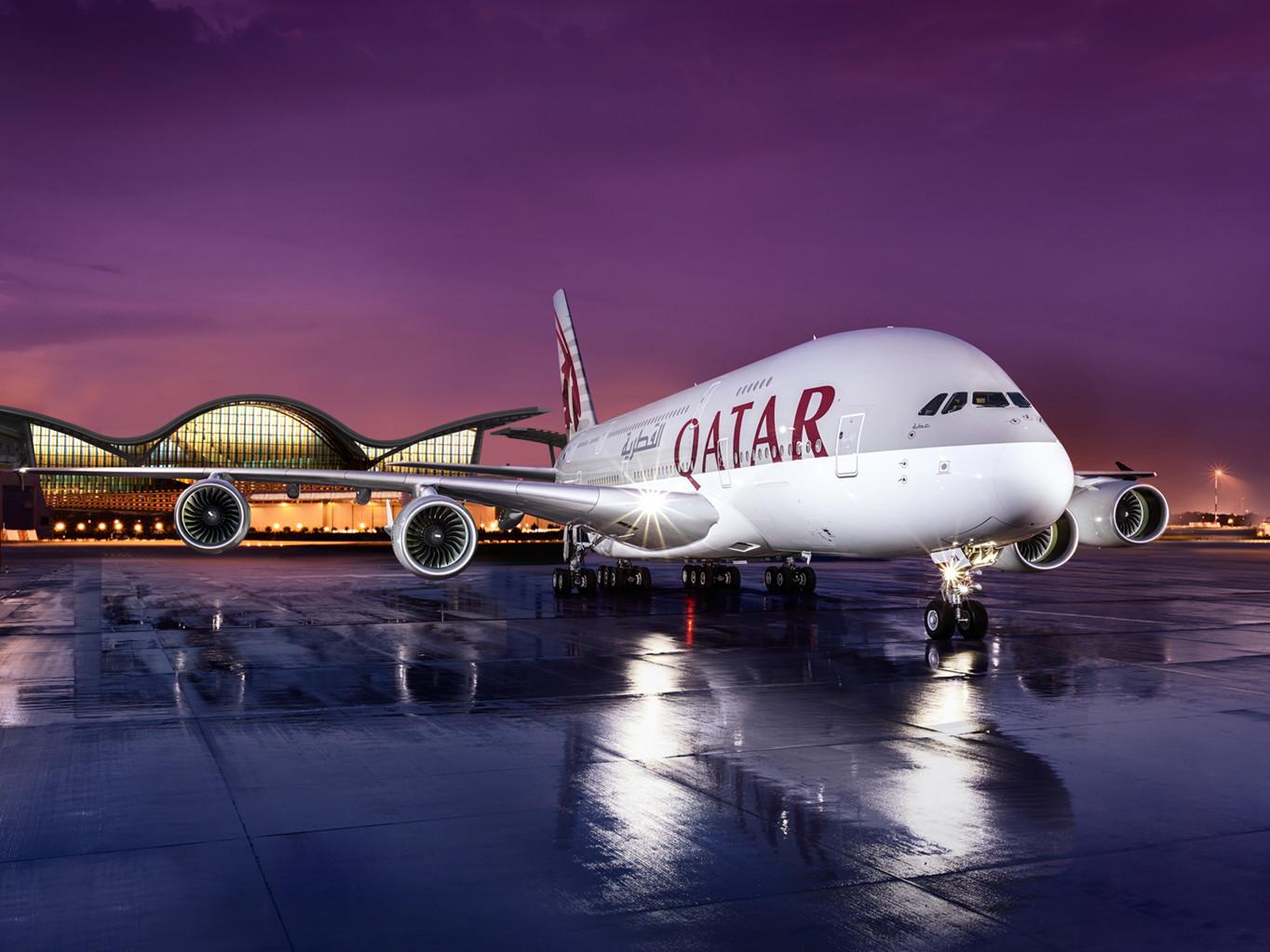 Qatar Airways oferă pentru Business Class două bilete la preț de unul