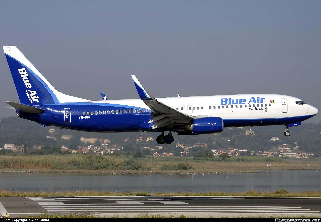 Compania Blue Air recrutează stewardese pentru baza din Cipru