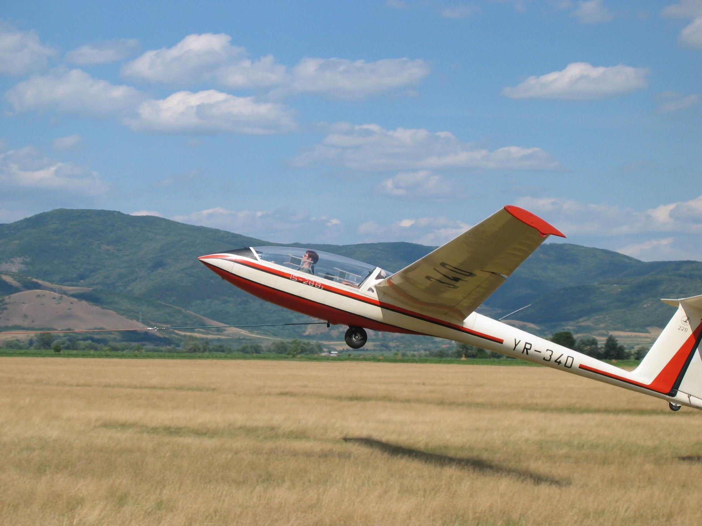 Aeroclubul României oferă cursuri gratuite de zbor tinerilor din Deva