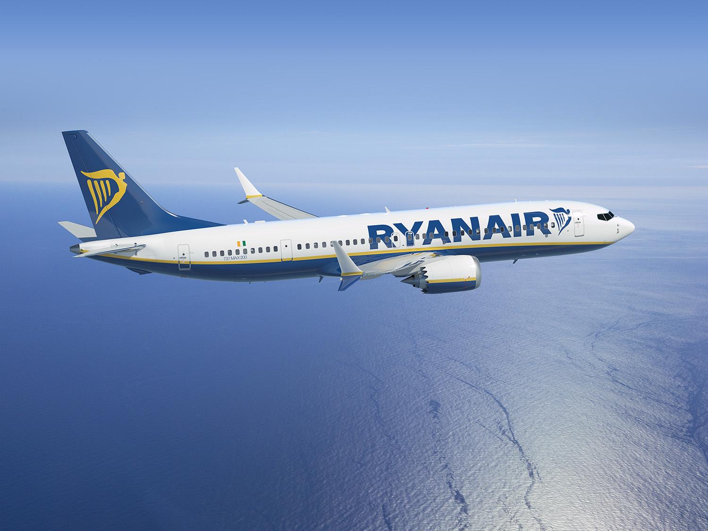 Profitul Ryanair s-a dublat în trimestrul patru din 2015 datorită majorării numărului de pasageri şi a declinului preţului petrolului