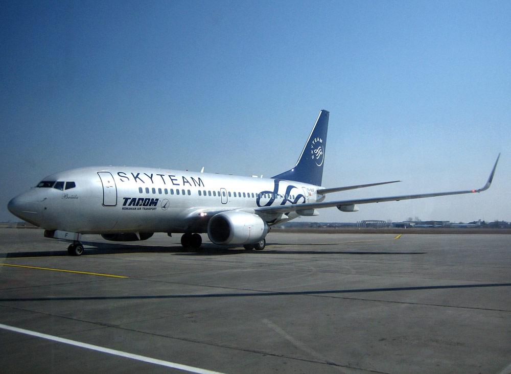 TAROM angajează 10 co-piloți pe Boeing 737
