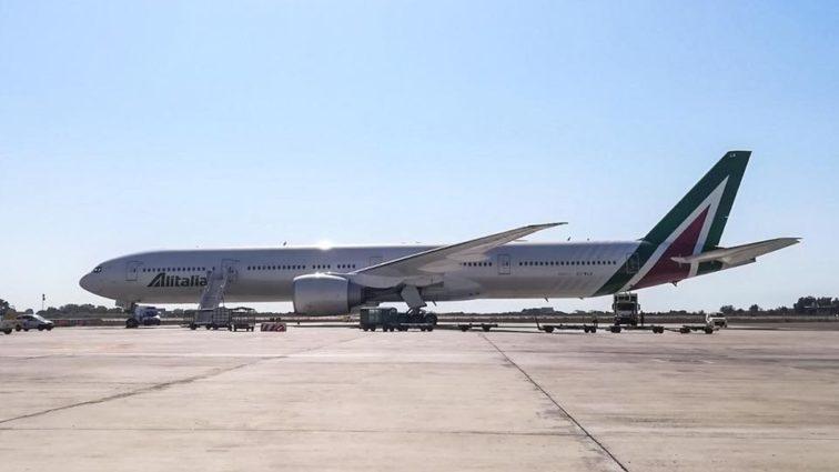 Primul Boeing 777-300ER Alitalia a ajuns la Roma; intră în serviciul comercial din 18 Septembrie (FOTO)