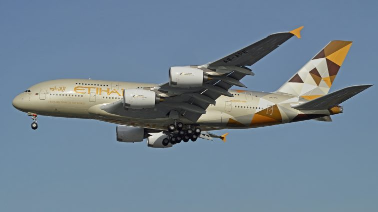 Etihad va folosi pe ruta către New York doar avioane A380