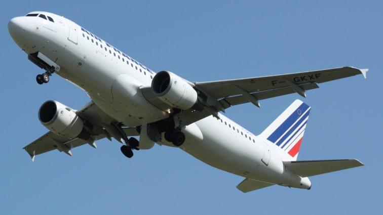 Însoțitorii de bord ai companiei Air France pregătesc o grevă de 7 zile începând cu săptămâna aceasta (UPDATE)