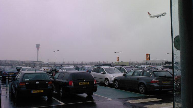 Taxele pentru parcare din zona aeroporturilor britanice devin din ce în ce mai mari