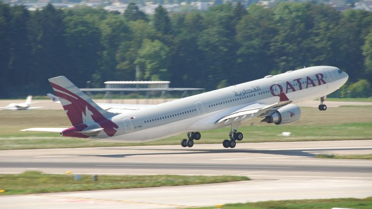 INCIDENT: Motorul unui Airbus A330 al Qatar Airways care efectua zborul QR240 de la Istanbul la Doha a luat foc