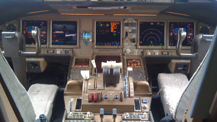 Compania Rockwell Collins va furniza ecranele touchscreen cu care vor fi echipate cockpiturile noilor Boeing-uri 777X