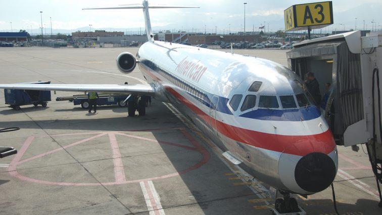 Zi istorică pentru American Airlines, astăzi retrage din flotă 20 de aeronave MD-82 și MD-83
