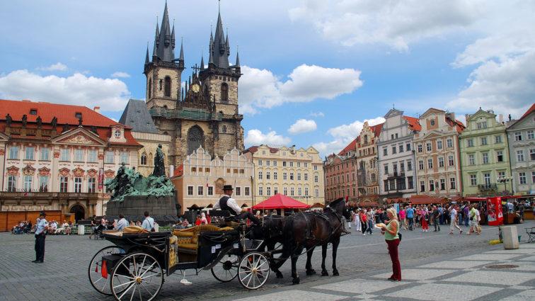 Ofertă specială TAROM pentru Rusalii, cu destinația Praga