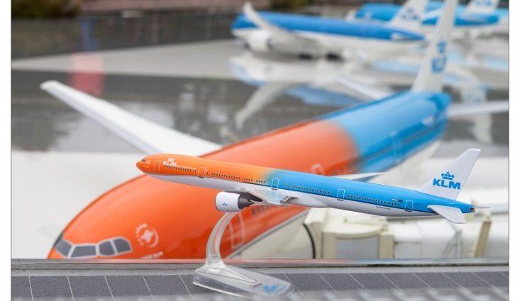 """OrangePride, Boeing-ul 777 al KLM a """"aterizat"""" la parcul de miniaturi Madurodam"""