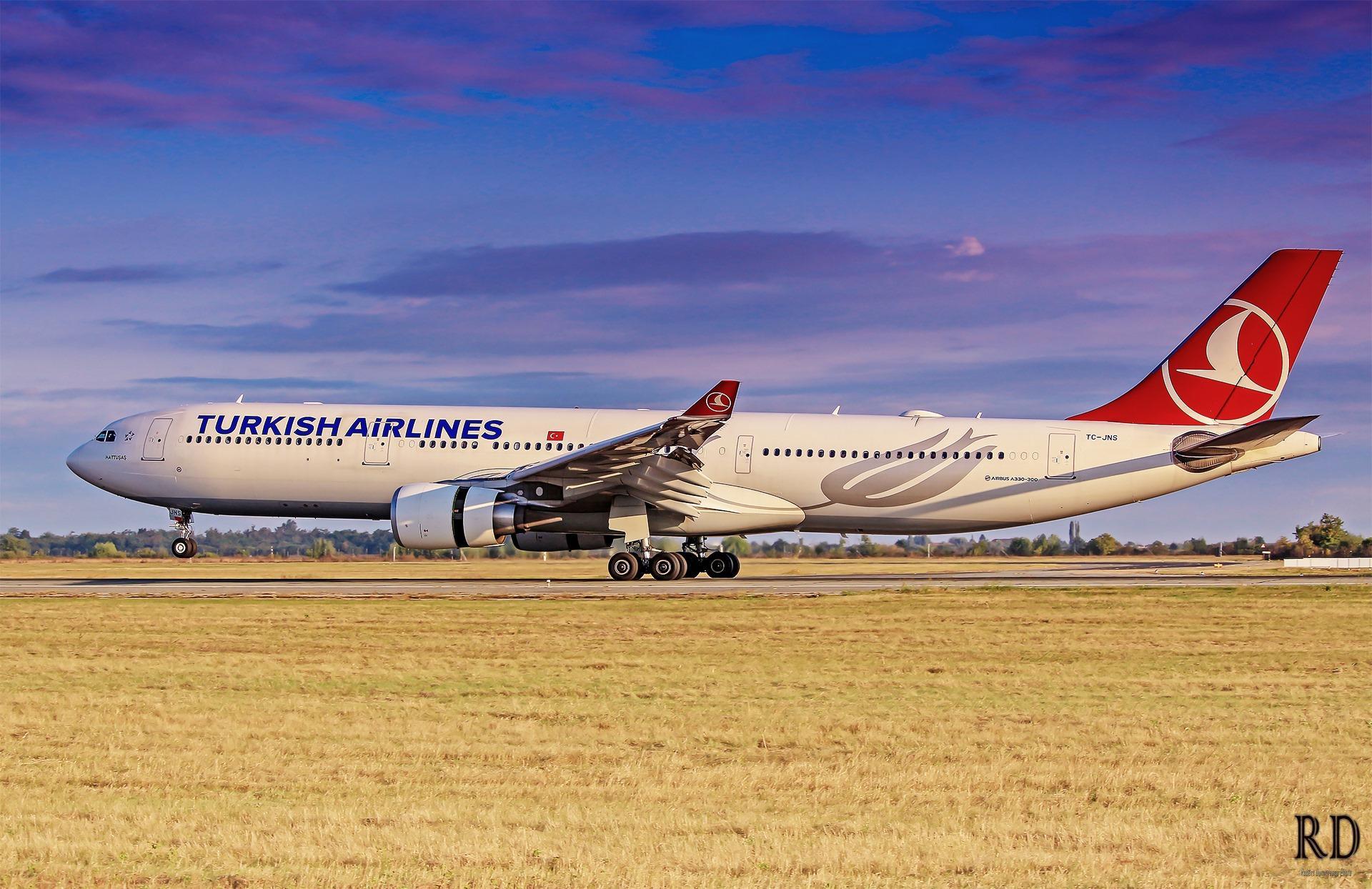 Airbus A330 Turkish Airlines la București / Foto: Robert Dumitrescu