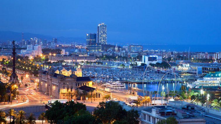 """Destinație de vacanță: Barcelona sau """"Orașul Albastru"""""""