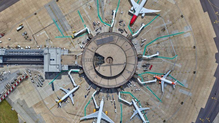 FOTO: Aeroportul Gatwick din Londra văzut într-o serie de fotografii aeriene uimitoare făcute de celebrul new yorkez Jeffrey Milstein