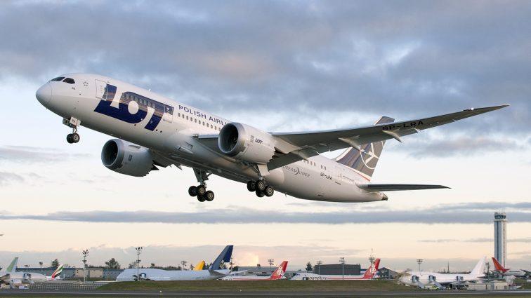 3,6 miliarde de pasageri au călătorit cu avionul în 2015