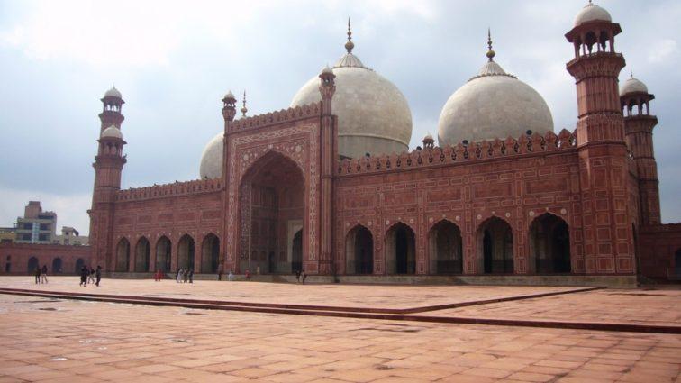 Călătorește din Milano către Pakistan cu prețuri începând de la 278 Euro