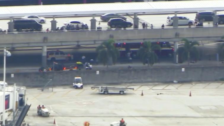 9 răniti și mai mulți morți pe aeroportul Fort Lauderdale din SUA în urma unor schimburi de focuri; aeroportul a fost evacuat (VIDEO)