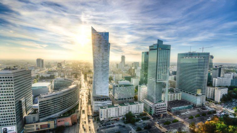 LOT: Oferă Cluj-Napoca – Varșovia începând cu doar 410 RON
