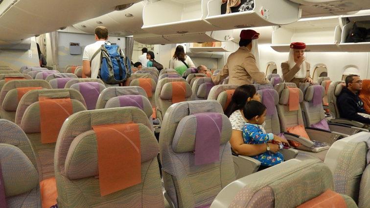 Emirates introduce taxa pentru alegerea scaunului