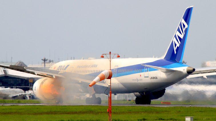 INCIDENT: motorul unui Boeing 787-8 Dreamliner al ANA a explodat imediat după începerea procedurilor de decolare (VIDEO)