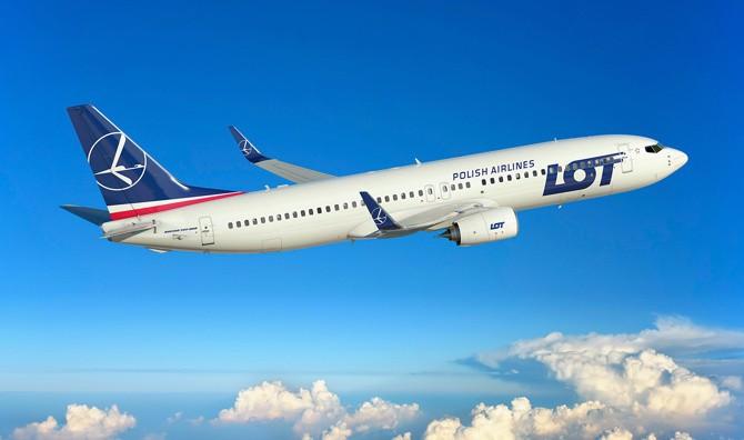 LOT va zbura la București cu Embraer E195 după recepția primelor Boeinguri 737-800NG