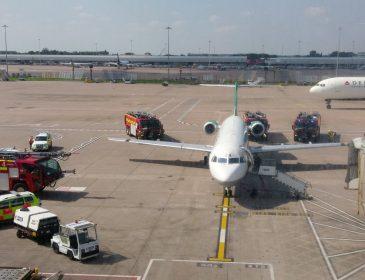 INCIDENT: Conducerea clubului Manchester City evacuată de urgență din aeronava Carpatair care trebuia să îi aducă la București (VIDEO)