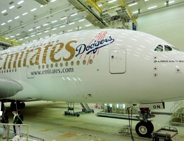 TIMELAPSE: Vopsirea unui A380 Emirates în livery Los Angeles Dodgers