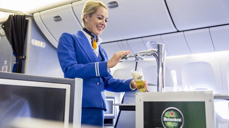 Bere la draft, fresh, servită la bord în curând pe zborurile KLM