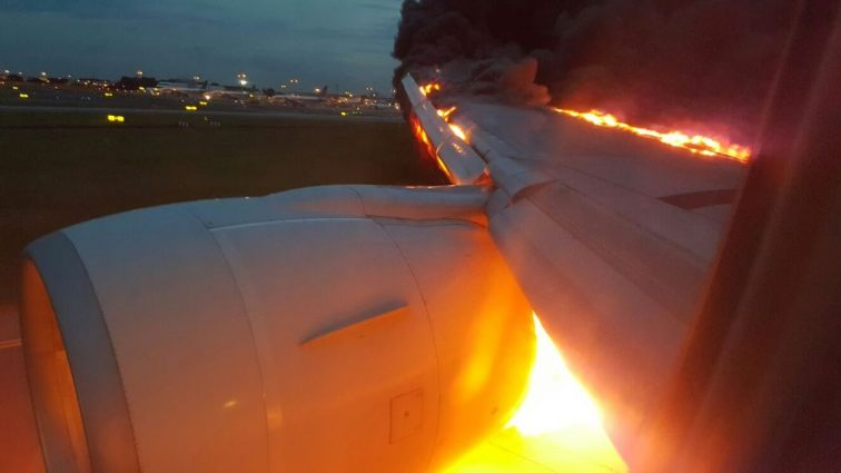 INCIDENT: Un motor al unui Boeing 777-300ER al Singapore Airlines a fost cuprins de flăcări
