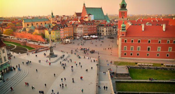 LOT Polish Airlines: București – Varșovia de la 139EUR și Cluj-Napoca – Varșovia de la 150EUR